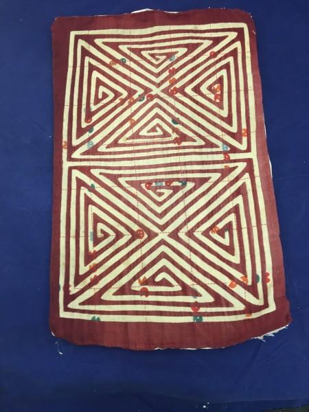 Triangle Design Maroon Mola Kuna culture 20th century Cloth and dye pigments, L. 61 cm x W. 5 mm x H. 33 cm BFPC collection #2012.5