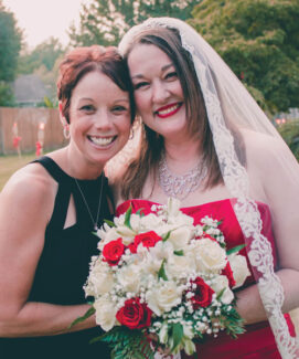 Jaime (Baranyai) Mowers, '04, and Juliana Goodwin, '01, are the founders of the Buzzing Love movement.