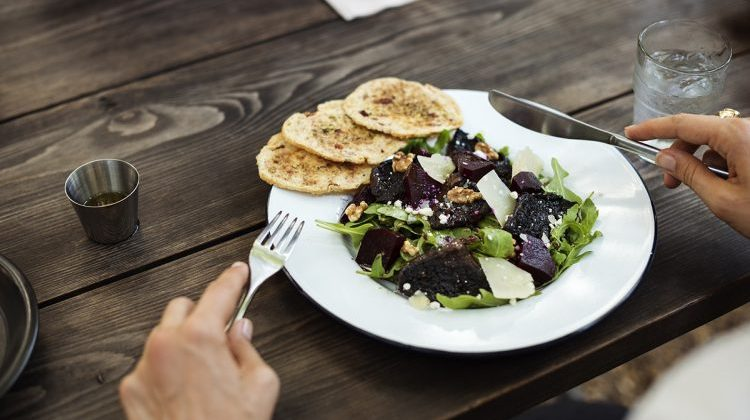 Timing meals for diabetes control