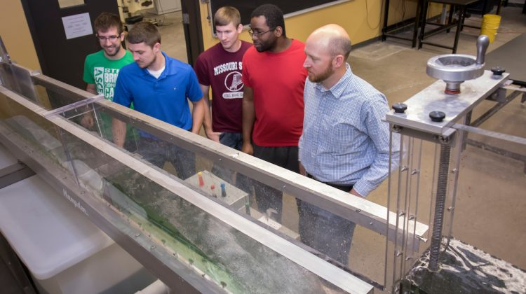Engineering alumni and others help current students