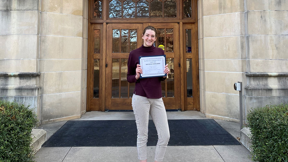 Kali Shoaf with conference award