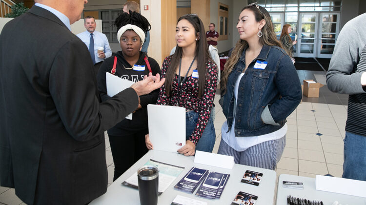 FBI Agent explaining job opportunities to MSU students at open house