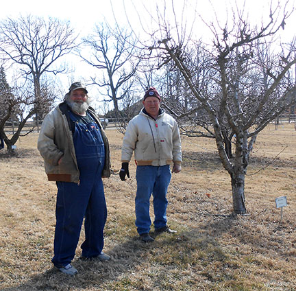 John Avery (right) with one of the pruning workshop participants.