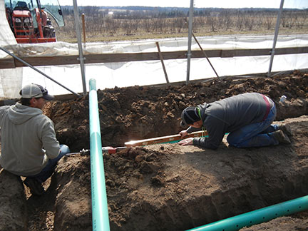 The perforated pipe was checked with a level so that it sloped to the east.