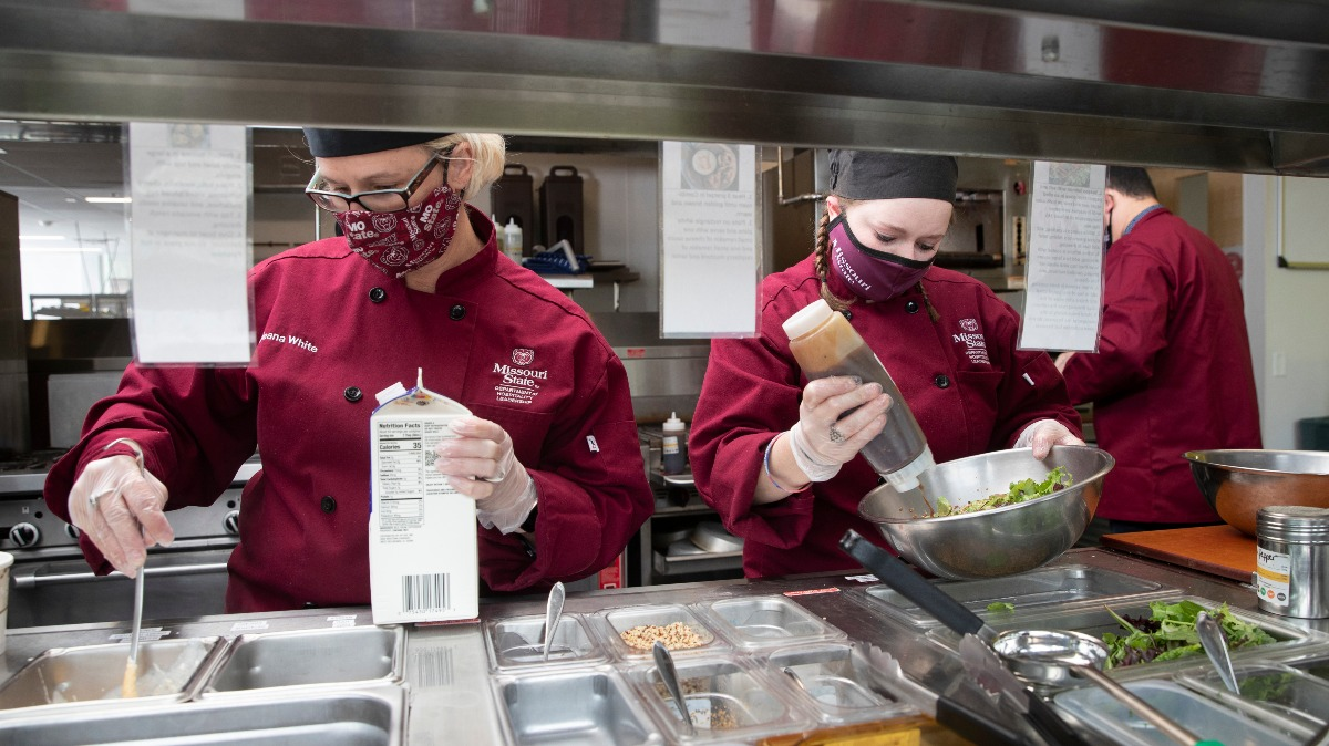 Instructor Wajeana White works side-by-side with students in Carrie's Café kitchen.