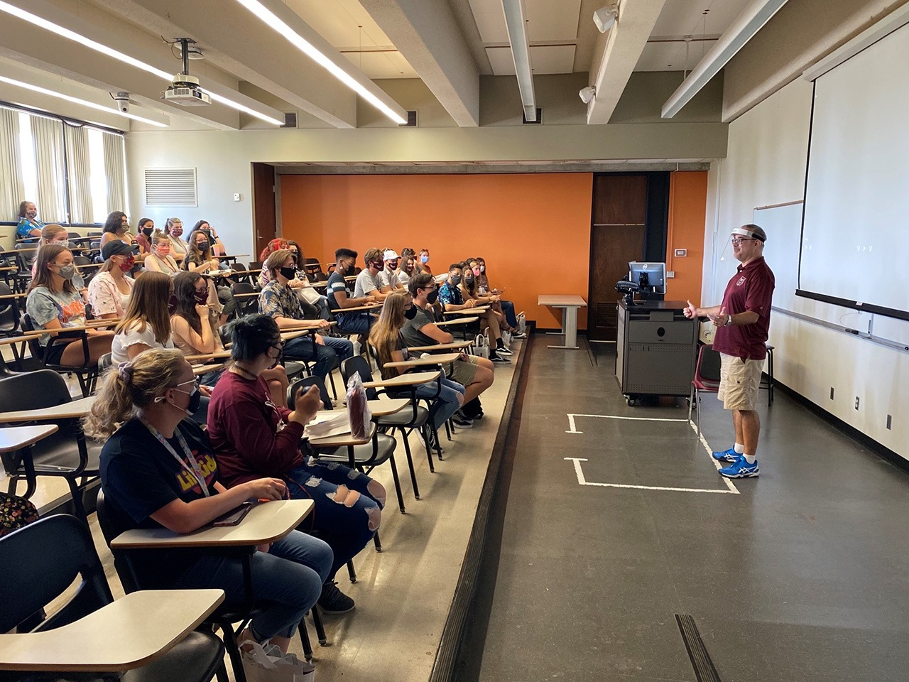 Dr. Brian Ott speaks to new students at Missouri State University