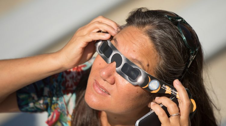 Donate solar glasses to other countries