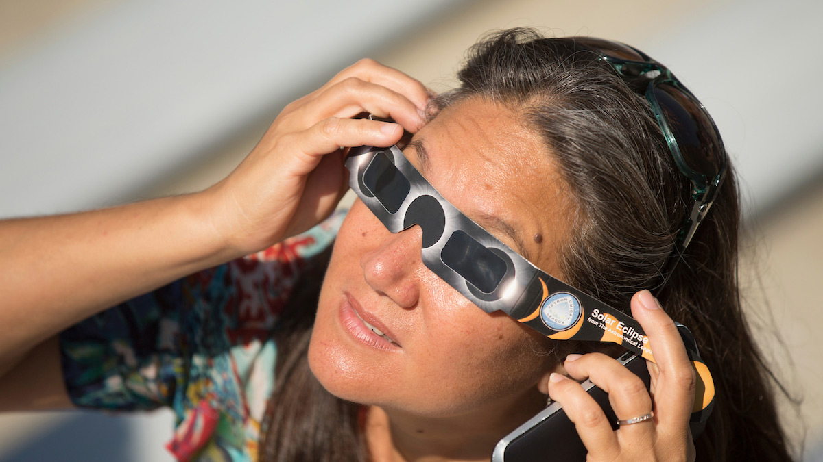 Looking at the eclipse through glasses
