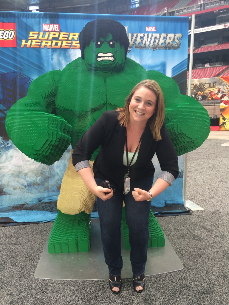 photo of Katie posing with statue of Hulk