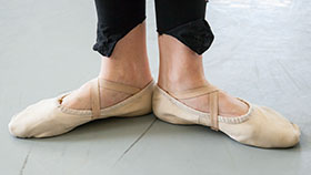 Close up of ballerina's feet in pointe shoes