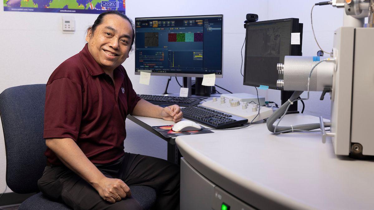 Dr. Ridwan Sakidja sits at comoputer.