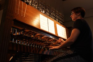 Award-winning carillonneur Malgosia Fiebig plays a recital of music by Bach at the 2015 GCNA Congress June 16.