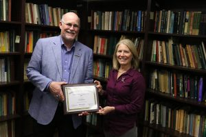 Patti Blanton receives her Certified Distance Educator Award from Director of Missouri State Online, Dr. Gary Rader